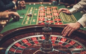 Which are the different games to play at an online casino?